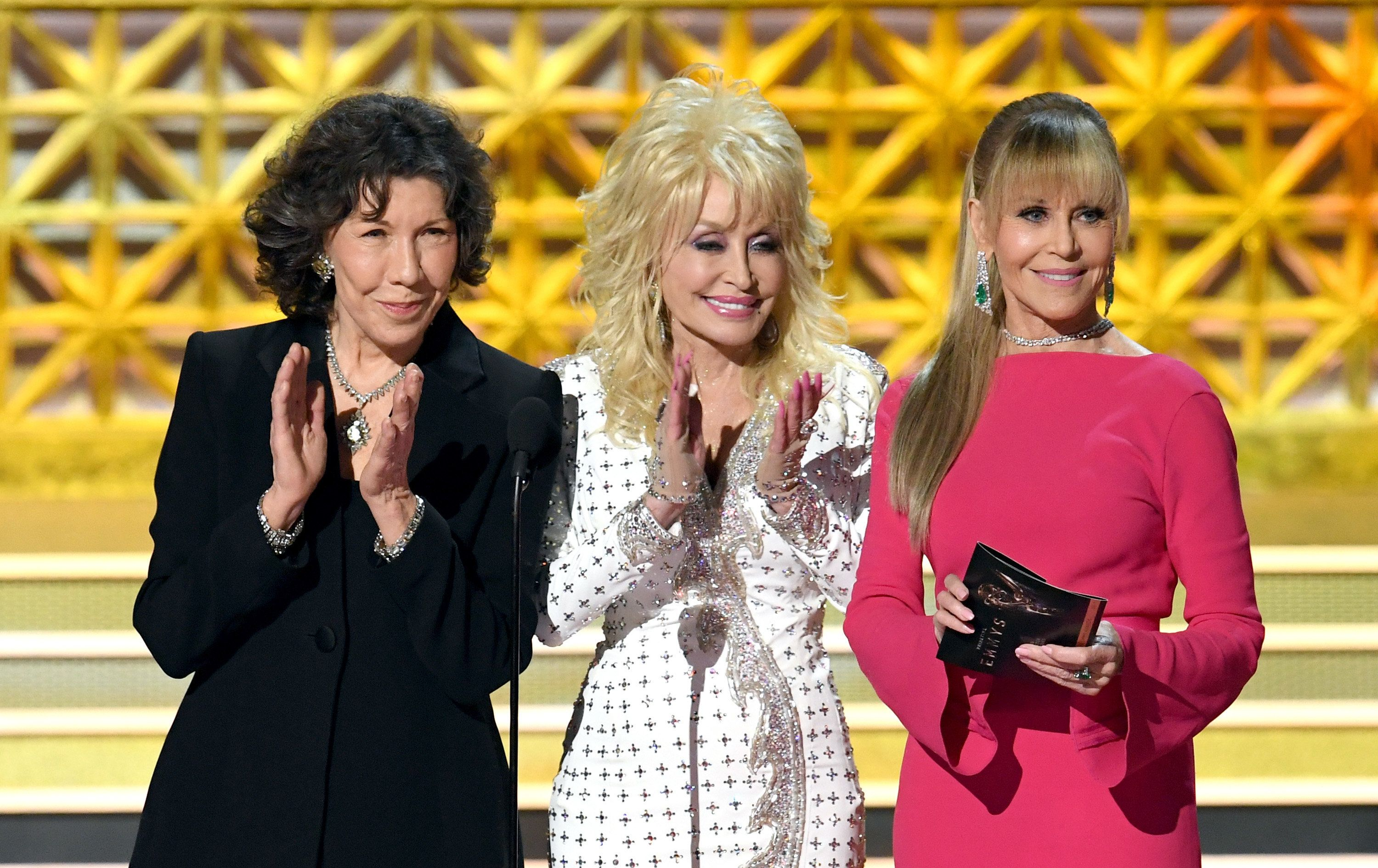 LOS ANGELES, CA - SEPTEMBER 17:  (L-R) Actors Lily Tomlin, Dolly Parton and Jane Fonda speak onstage during the 69th Annual Primetime Emmy Awards at Microsoft Theater on September 17, 2017 in Los Angeles, California.  (Photo by Kevin Winter/Getty Images)
