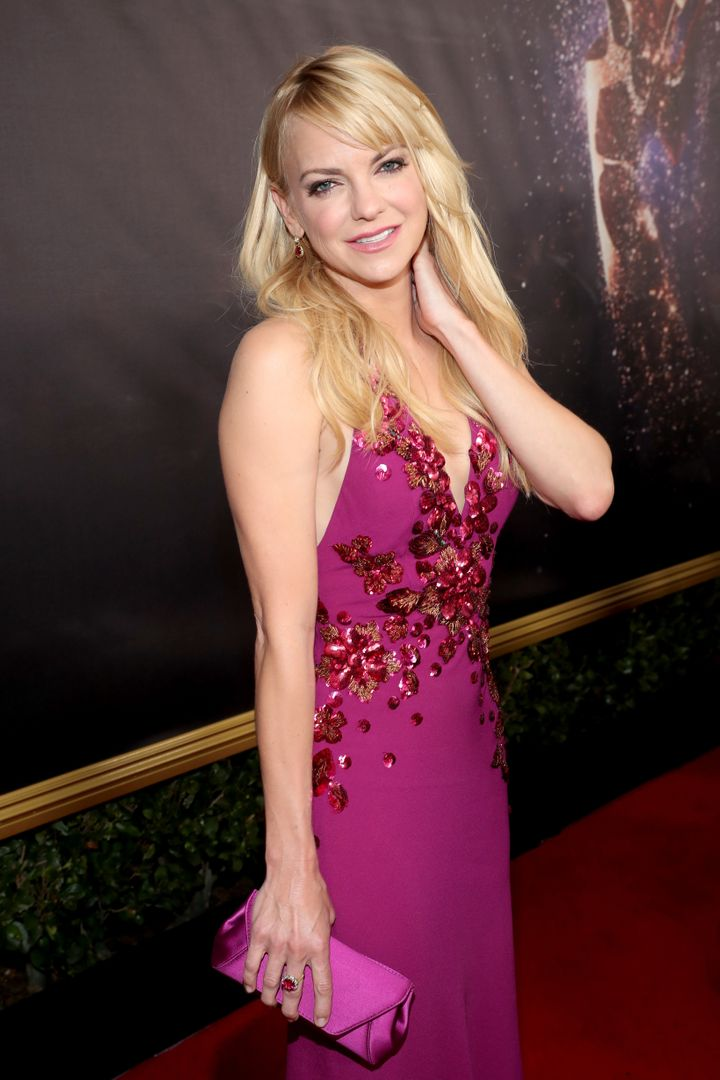 Anna Faris walks the red carpet during the 69th Annual Primetime Emmy Awards