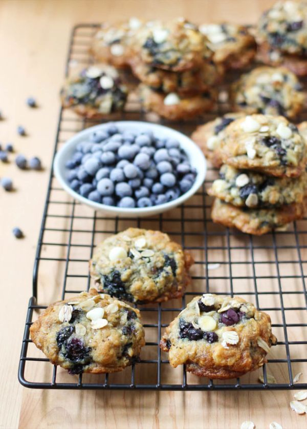 """<strong>Get the <a href=""""http://foodnouveau.com/recipes/desserts/cookies/oats-white-chocolate-wild-blueberry-cookies/"""" target"""