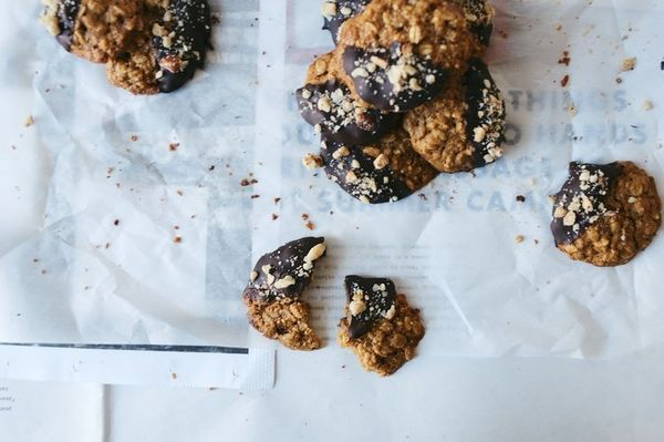 """<strong>Get the <a href=""""http://www.dollyandoatmeal.com/blog/2014/1/25/chocolate-dipped-oatmeal-hazelnut-cookies?rq=oatmeal%2"""