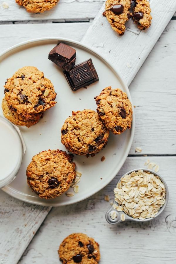 """<strong>Get the <a href=""""https://minimalistbaker.com/gluten-free-oatmeal-chocolate-chip-cookies/"""" target=""""_blank"""">Healthy Oat"""