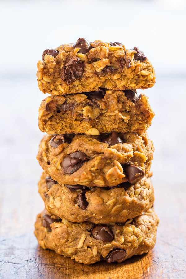 """<strong>Get the <a href=""""https://www.averiecooks.com/2015/09/soft-and-chewy-pumpkin-oatmeal-chocolate-chip-cookies.html"""" targ"""