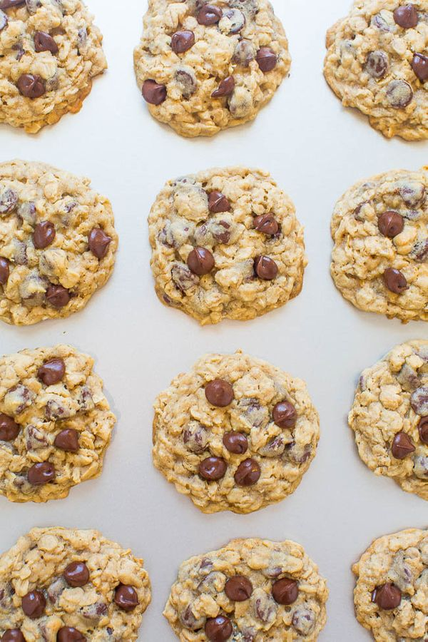 """<strong>Get the <a href=""""https://www.averiecooks.com/2017/09/one-bowl-no-mixer-no-chill-oatmeal-cookies.html"""" target=""""_blank"""""""
