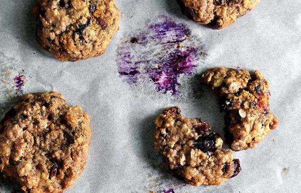 """<strong>Get the <a href=""""http://ladyandpups.com/2014/04/23/monday-blue-berry-oatmeal-cookie/"""" target=""""_blank"""">Monday Blue-Ber"""