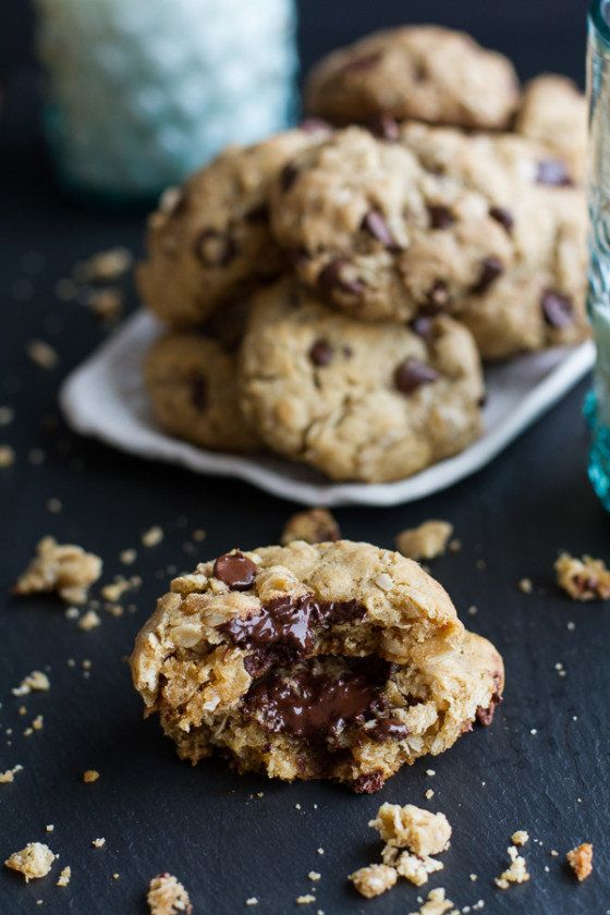 """<strong>Get the <a href=""""https://www.halfbakedharvest.com/moms-simple-oatmeal-chocolate-chip-cookies-best-oatmeal-chocolate-c"""