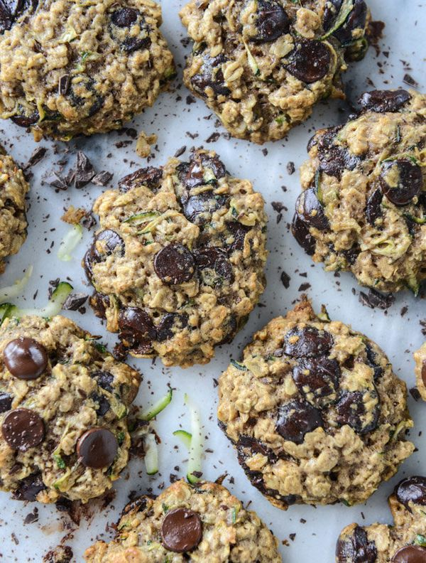 """<strong>Get the <a href=""""http://www.howsweeteats.com/2016/08/chewy-oatmeal-zucchini-cookies/"""" target=""""_blank"""">Chewy Oatmeal Z"""