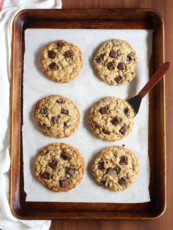 "<strong>Get the <a href=""http://www.completelydelicious.com/oatmeal-chocolate-chunk-cookies/"" target=""_blank"">Oatmeal Chocola"