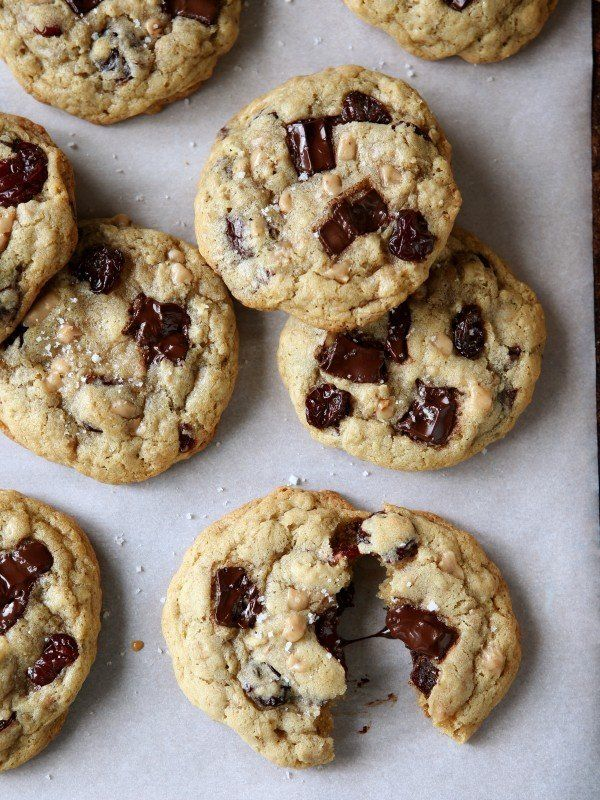 """<strong>Get the <a href=""""http://www.completelydelicious.com/chocolate-toffee-oatmeal-cookies-dried-cherries/"""" target=""""_blank"""""""