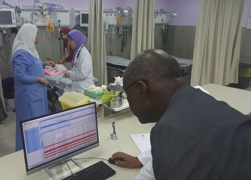 <em>I get a demonstration of the health information system during a visit with health workers in the Pediatric Emergency Depa