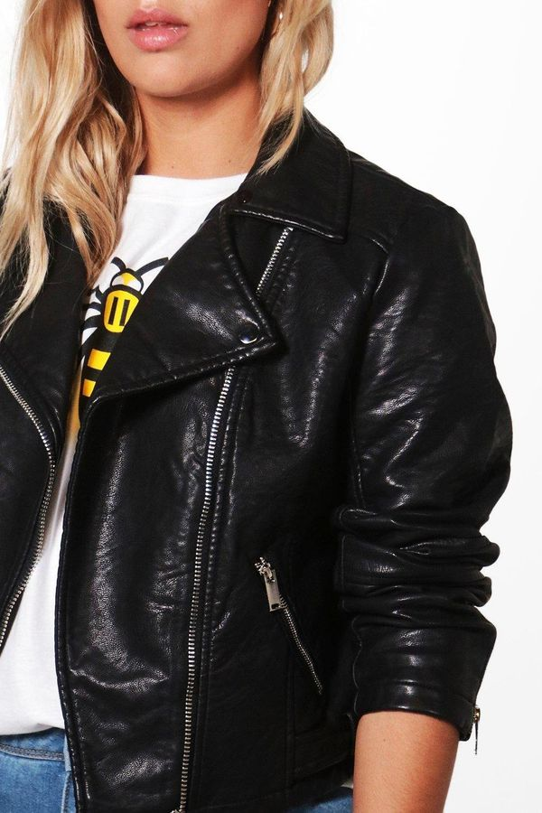 "Get it <a href=""http://us.boohoo.com/plus-yasmin-pu-biker-jacket/PZZ89133.html"" target=""_blank""><strong>here</strong></a>."