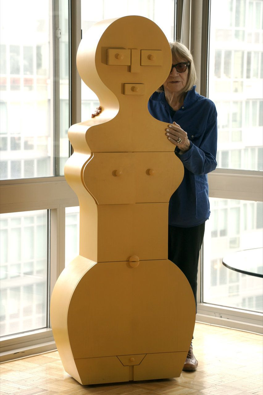"Nicola L. with ""La Femme Commode."""