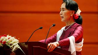 Myanmar State Counselor Aung San Suu Kyi delivers a speech to the nation over Rakhine and Rohingya situation, in Naypyitaw, Myanmar September 19, 2017. REUTERS/Soe Zeya Tun