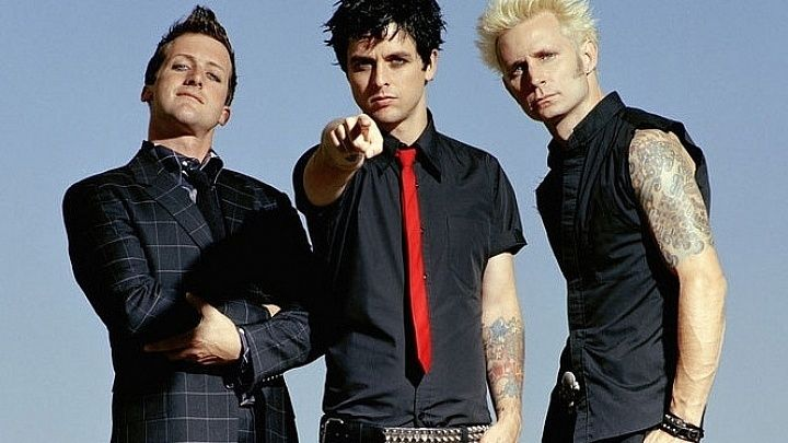 Green Day is: Tre Cool (drums), Billie Joe Armstrong (vocals, guitar), Mike Dirnt (bass) (L-R)
