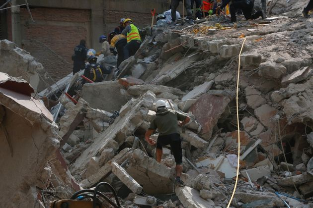 People clear rubble in Mexico City in the wake of the 7.1 magnitude