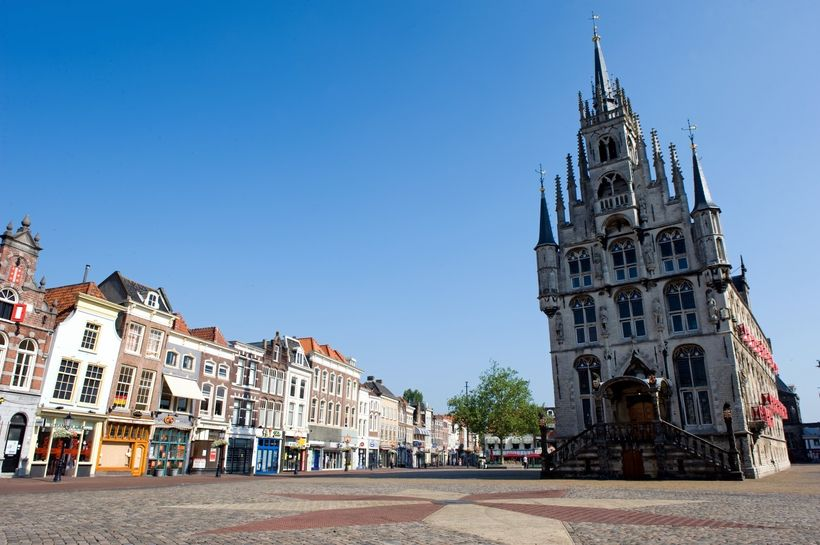 Town Hall in the market square of Gouda, built in 1450.