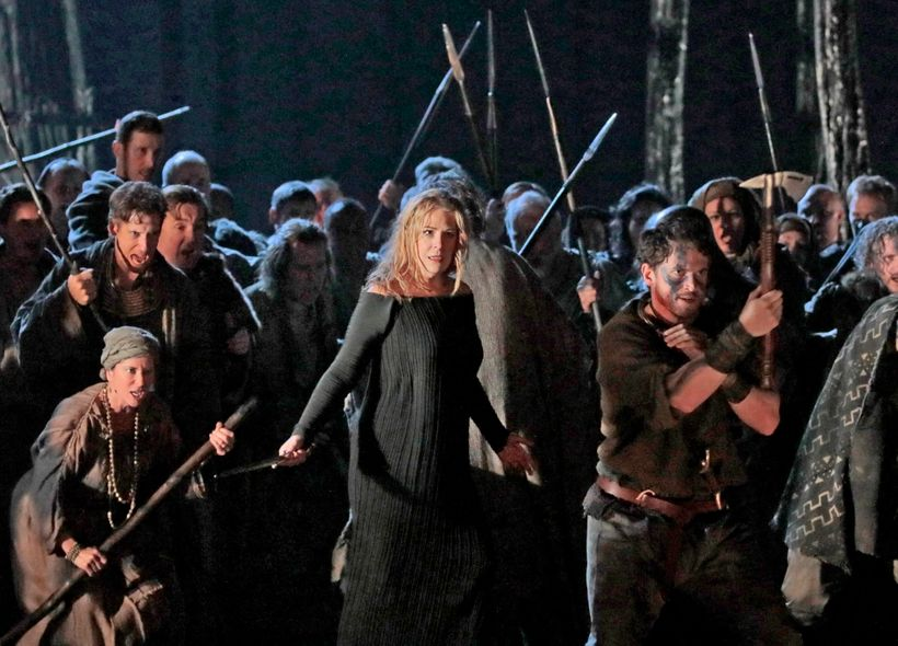 Sondra Radvanovsky and Met chorus rehearsing David McVicar's new production of <em>Norma</em>.