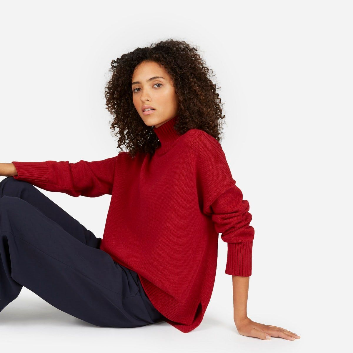 Everlane is known for not compromising its style when it comes to comfort and durability. Their minimalist style allows you t