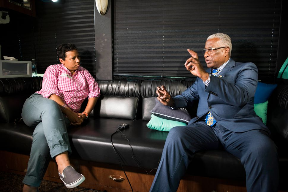 Lydia Polgreen interviews Birmingham Mayor William Bell on the HuffPost bus.