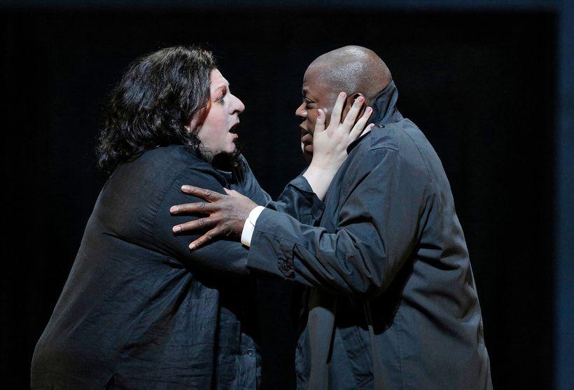 Elektra (Christine Goerke) and Oreste (Alfred Walker) in a scene from <em><strong>Elektra</strong></em>