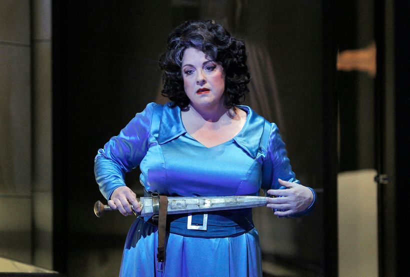 Michaela Martens as Klytemnestra in a scene from <em><strong>Elektra</strong></em>