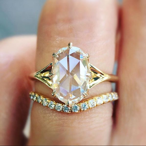 c79e320f44873 21 Vintage-Inspired Engagement Rings That Will Never Go Out Of Style ...
