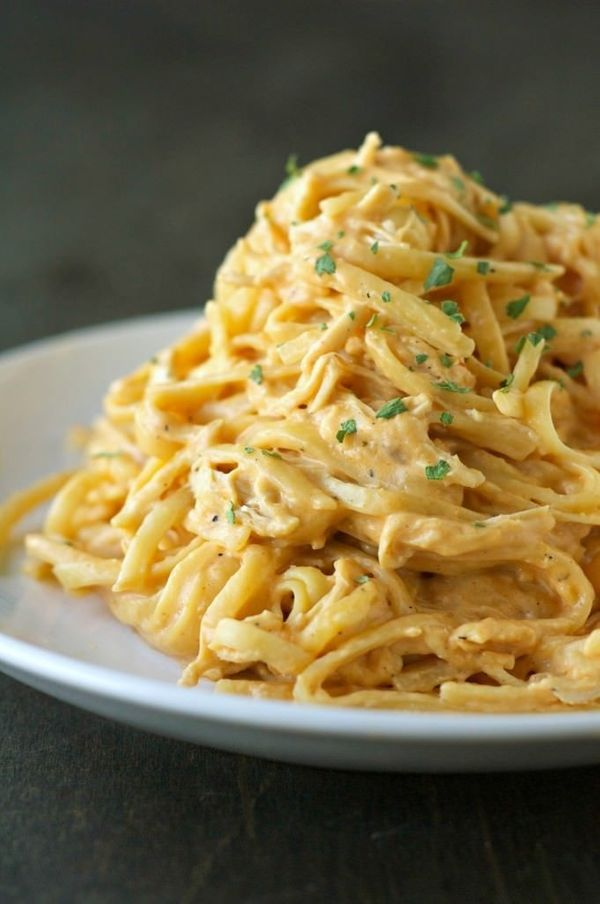 "<strong>Get the <a href=""http://slowcookergourmet.net/slow-cooker-cheesy-buffalo-chicken-pasta/"" target=""_blank"">Slow Cooker"