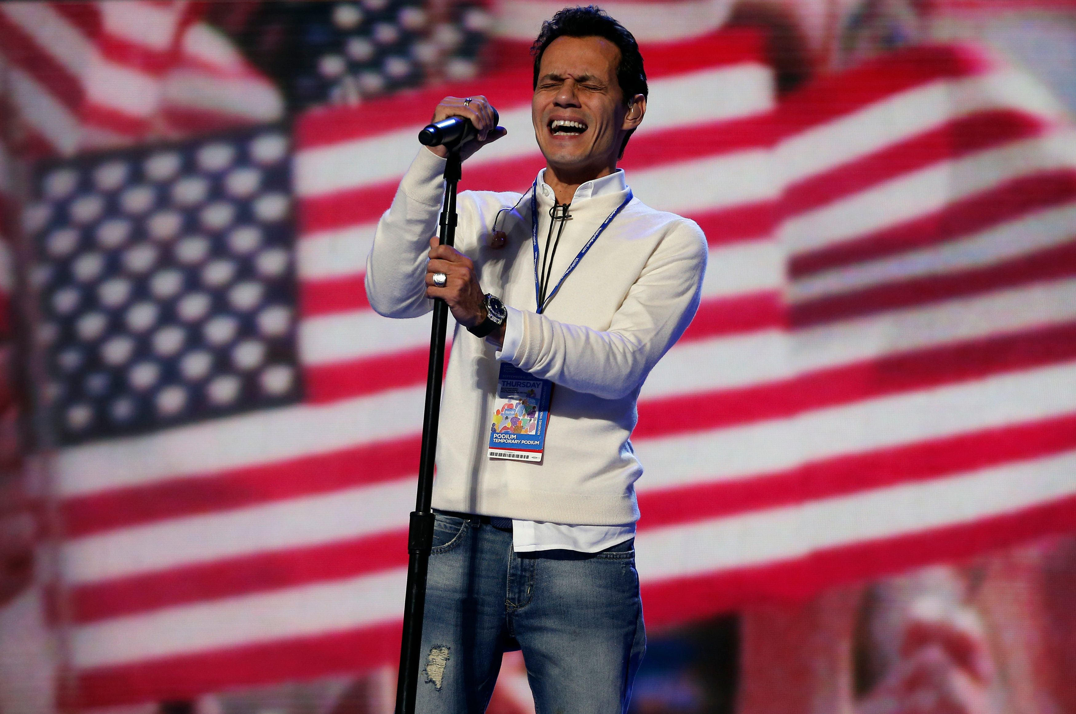 Singer Marc Anthony rehearses the national anthem prior to the final session of the Democratic National Convention in Charlotte, North Carolina September 6, 2012.    REUTERS/Jim Young (UNITED STATES  - Tags: POLITICS ELECTIONS ENTERTAINMENT)