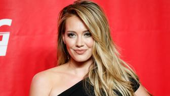 Actress Hilary Duff poses at the 2014 MusiCares Person of the Year gala, held in honor of King in Los Angeles, January 24, 2014. The tribute will benefit MusiCares' emergency financial assistance and addiction recovery programs. REUTERS/Danny Moloshok (UNITED STATES - Tags: ENTERTAINMENT)