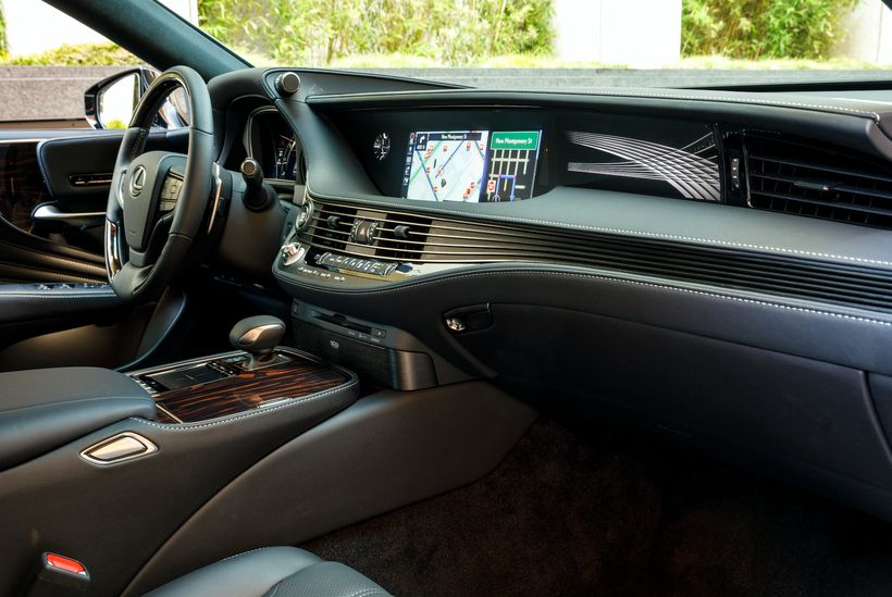 Lexus gave the new LS 500 an interior that brings to mind Japanese art and craftsmanship.