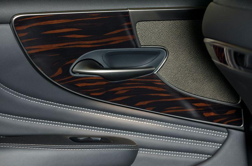 Real wood around the door pulls on the 2018 Lexus LS 500.