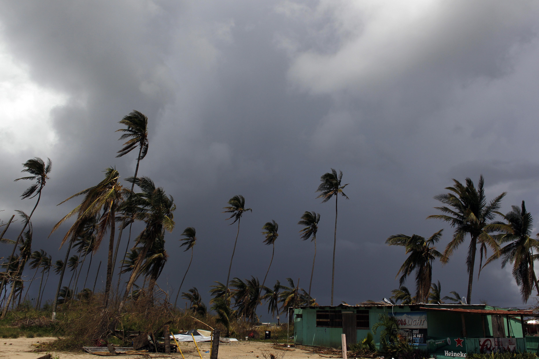 Una semana después del huracán María, a Puerto Rico se le agota la