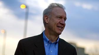 Illinois Republican gubernatorial candidate Bruce Rauner campaigns in Arlington Heights, Illinois October 28, 2014. Rauner, a millionaire businessman with no prior political experience, is in a tight race against Democratic Governor Pat Quinn. REUTERS/Jim Young (UNITED STATES - Tags: POLITICS)