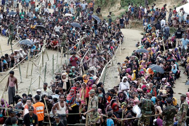 Rohingya refugees queue for aid at Cox's Bazar on