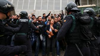 People confront Spanish Civil Guard officers outside a polling station for the banned independence referendum in Sant Julia de Ramis, Spain, October 1, 2017.   REUTERS/Albert Gea