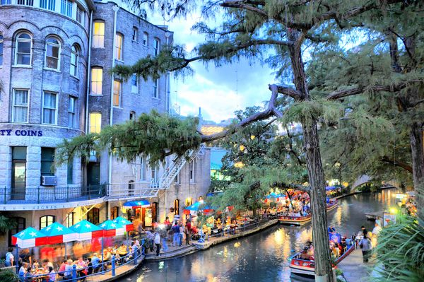 """<a href=""""https://realestate.usnews.com/places/texas/san-antonio"""" target=""""_blank"""">You'll live in atravel destination</a>"""