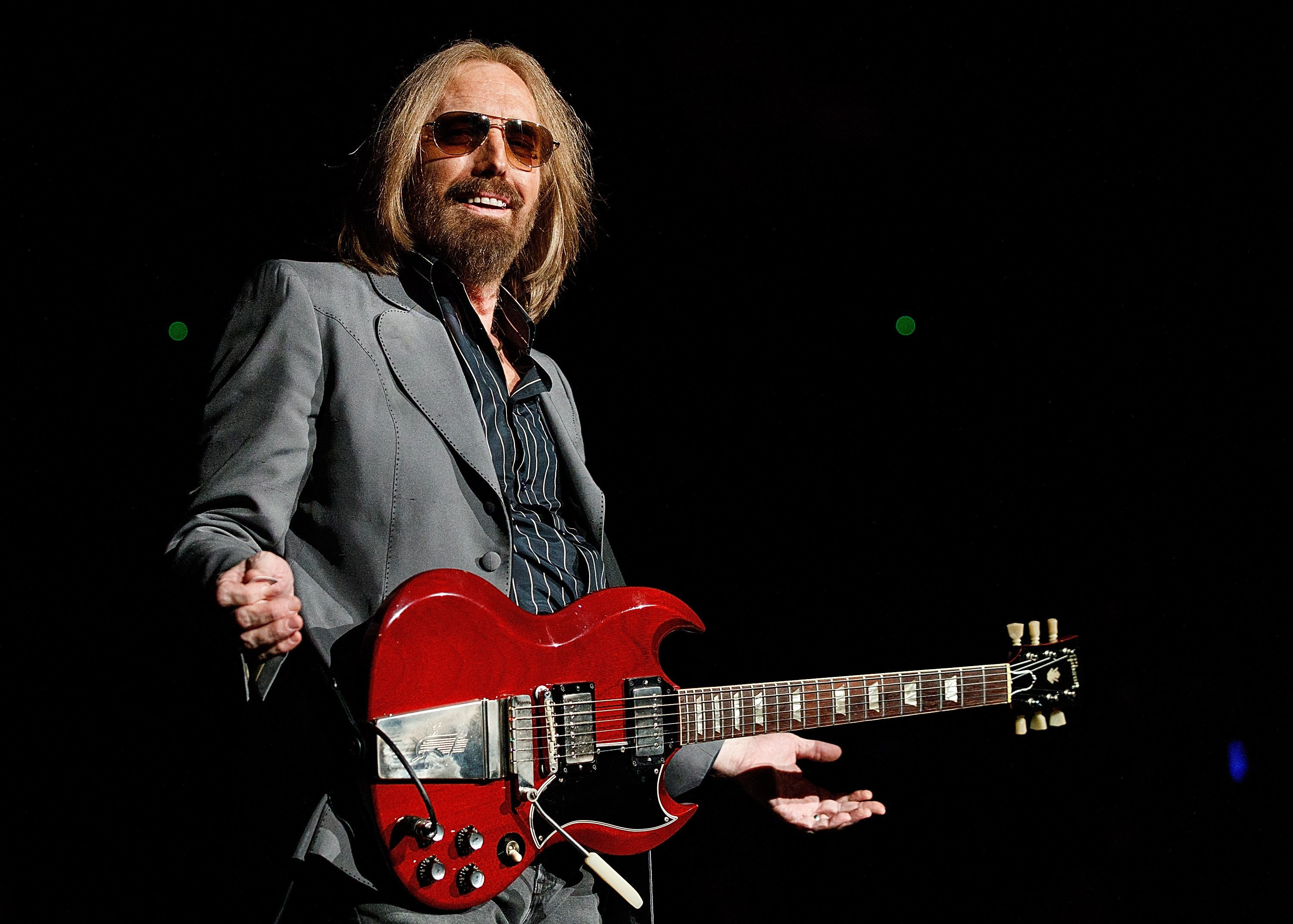 VANCOUVER, BC - AUGUST 17:  Tom Petty of Tom Petty and the Heartbreakers performs on stage at Pepsi Live at Rogers Arena on August 17, 2017 in Vancouver, Canada.  (Photo by Andrew Chin/Getty Images for ABA)