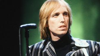 LATE NIGHT WITH DAVID LETTERMAN -- '8th Anniversary Special' Episode 1225 -- Pictured: Musical guest Tom Petty performs on February 1, 1990 -- (Photo by: Alice S. Hall/NBC/NBCU Photo Bank via Getty Images)