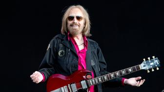 LONDON, UNITED KINGDOM - JULY 09: Tom Petty and The heartbreakers Headline on the Great Oak stage at this years British summer time concert on July 09, 2017 in London, England.  PHOTOGRAPH BY Dean Fardell / Barcroft Images  London-T:+44 207 033 1031 E:hello@barcroftmedia.com - New York-T:+1 212 796 2458 E:hello@barcroftusa.com - New Delhi-T:+91 11 4053 2429 E:hello@barcroftindia.com www.barcroftimages.com (Photo credit should read Dean Fardell / Barcroft Images / Barcroft Media via Getty Images)