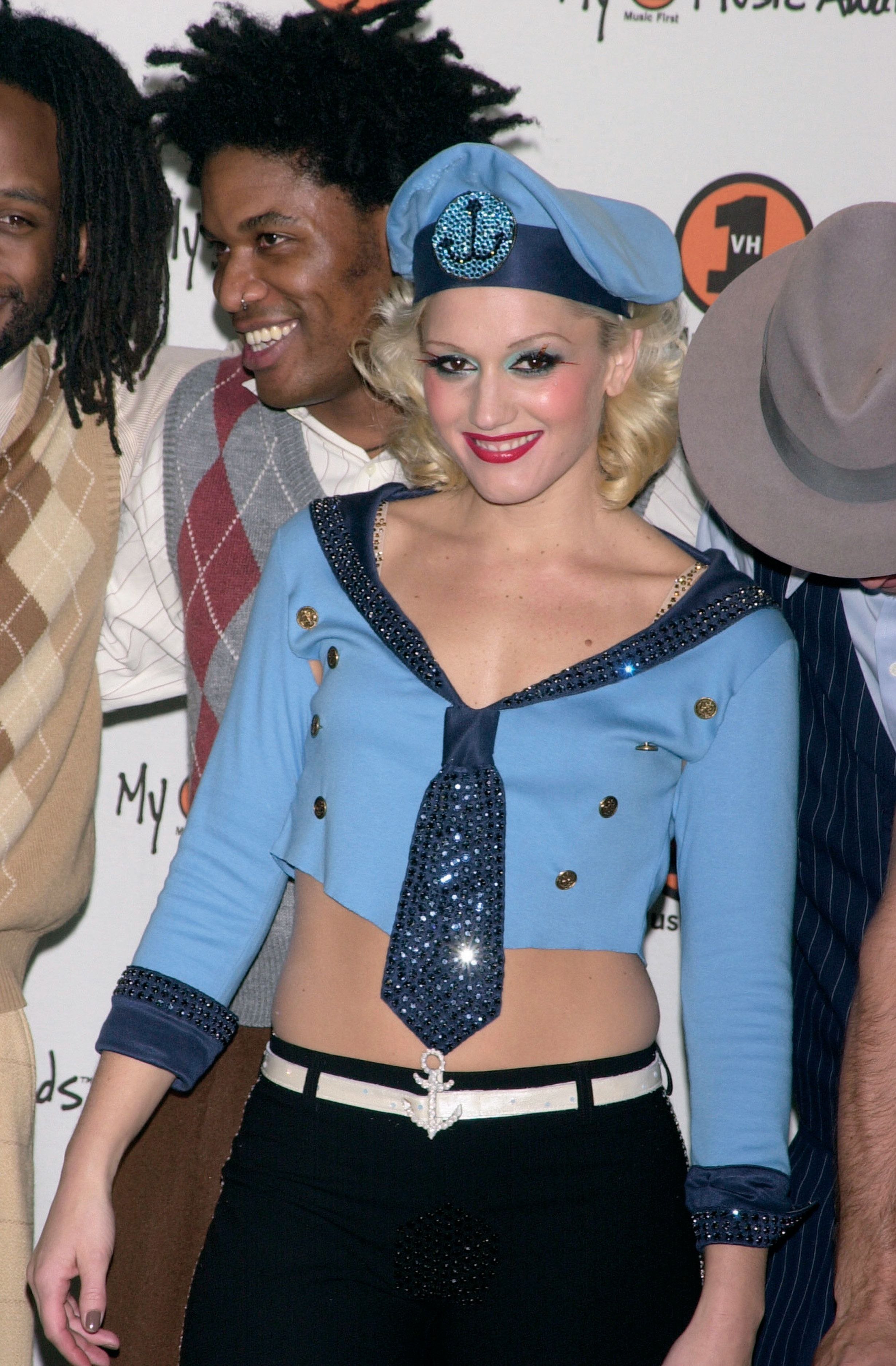 Singer Gwen Stefani arrives at the 2000 VH1 Music Awards. This photo appears on page 261 in Frank Trapper's RED CARPET book. (Photo by Frank Trapper/Corbis via Getty Images)