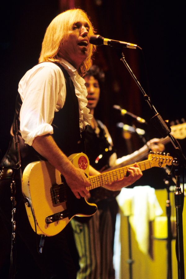 Performing at Shoreline Amphitheatre on Aug. 27, 1999 in Mountain View, CA.