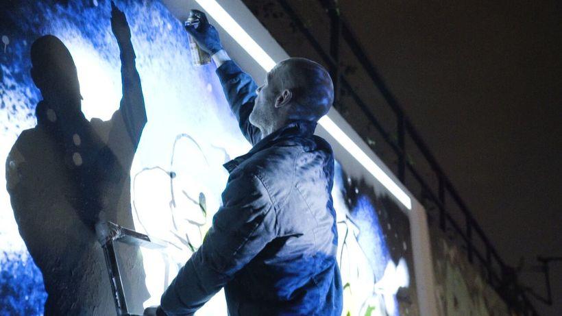 Ibo Omari &#x2F; Berlin, Germany<em> painting his mural</em>