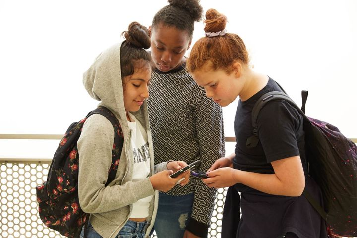 <p>From teen hookups to live streaming, this year's hottest social media can lead kids to risky behavior.</p>