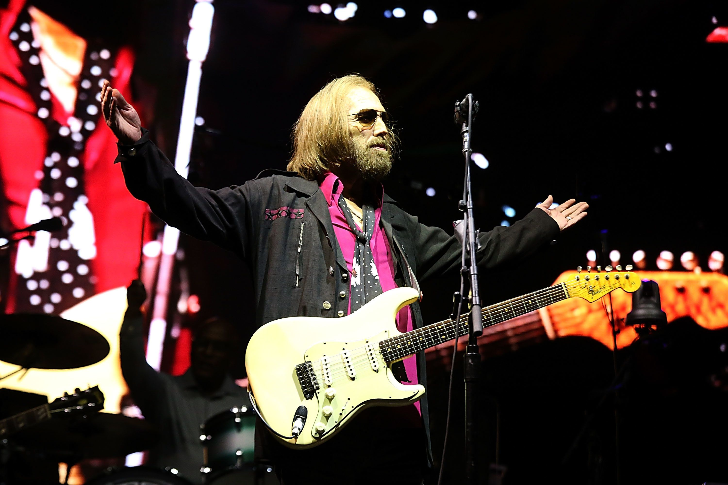 DEL MAR, CALIFORNIA - SEPTEMBER 17:  Tom Petty performs in concert on the third day of KAABOO Del Mar on September 17, 2017 in Del Mar, California.  (Photo by Gary Miller/Getty Images)
