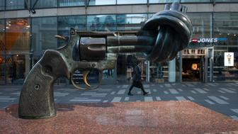 The sculpture non violence' of Swedish artist Carl Fredrik Reutersward can be seen at Hotorget in Stockholm on May 4, 2016. Swedish artist Carl Fredrik Reutersward, best known for his iconic sculpture of a revolver with a knotted barrel displayed outside the UN headquarters in New York, has died aged 81, Swedish officials said on May 4, 2016. / AFP / JONATHAN NACKSTRAND / RESTRICTED TO EDITORIAL USE - MANDATORY MENTION OF THE ARTIST UPON PUBLICATION - TO ILLUSTRATE THE EVENT AS SPECIFIED IN THE CAPTION        (Photo credit should read JONATHAN NACKSTRAND/AFP/Getty Images)