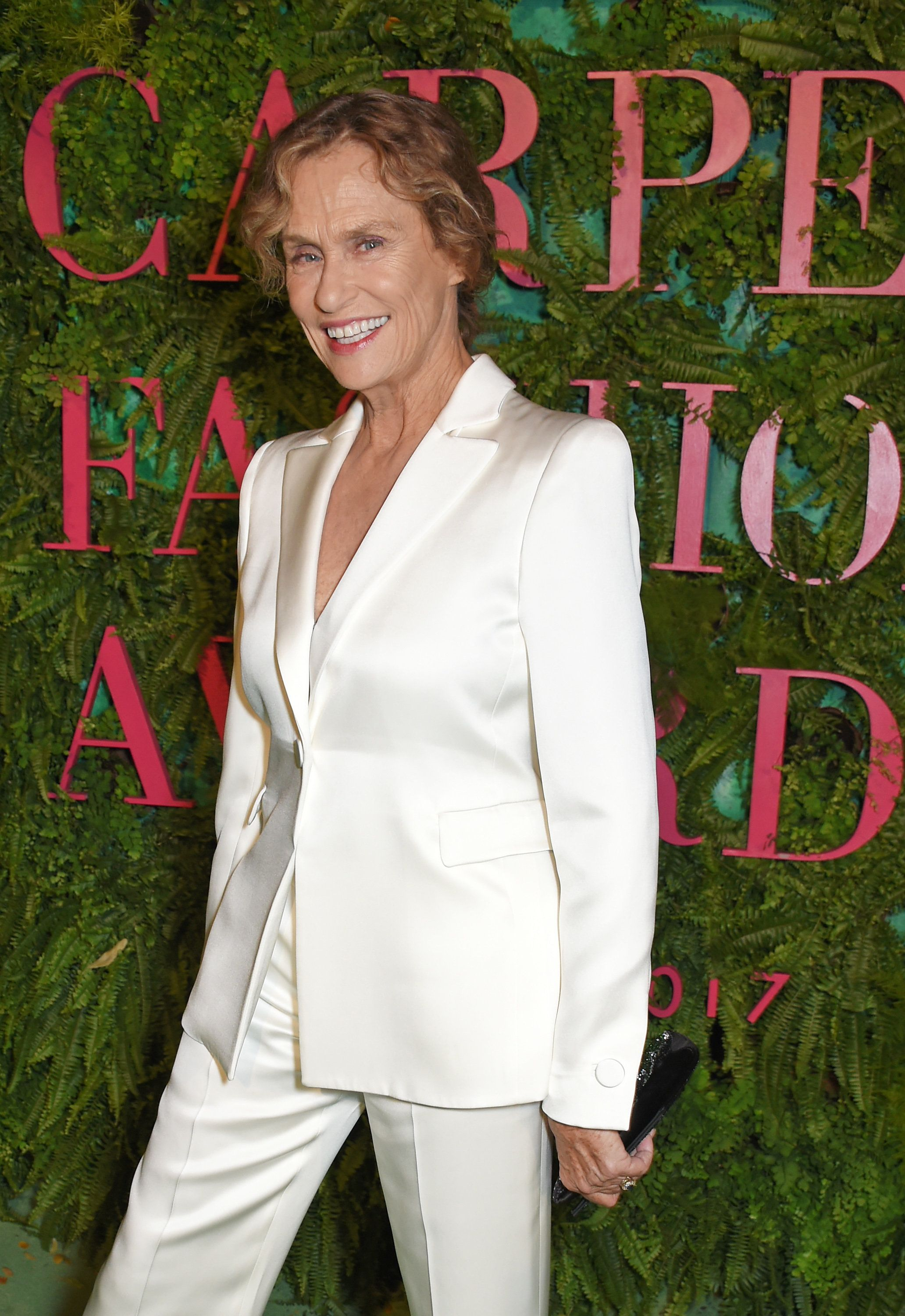 MILAN, ITALY - SEPTEMBER 24:  Lauren Hutton attends the Green Carpet Fashion Awards, Italia, wearing Giorgio Armani for the Green Carpet Challenge at Teatro Alla Scala on September 24, 2017 in Milan, Italy.  (Photo by David M. Benett/Dave Benett/Getty Images for Eco-Age)