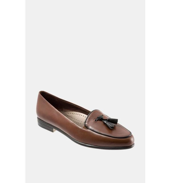 "<a href=""http://shop.nordstrom.com/s/trotters-leana-flat/3305137?origin=category-personalizedsort&fashioncolor=NAVY%2F%20"