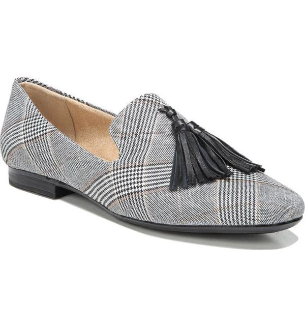 "<a href=""http://shop.nordstrom.com/s/naturalizer-elly-flat-women/4757030?origin=category-personalizedsort&fashioncolor=BL"
