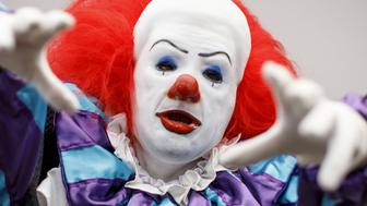 A cosplayer dressed as Pennywise the Dancing Clown attends London Super Comic Convention at Business Design Centre in Islington, London on August 26, 2017. / AFP PHOTO / Tolga AKMEN        (Photo credit should read TOLGA AKMEN/AFP/Getty Images)
