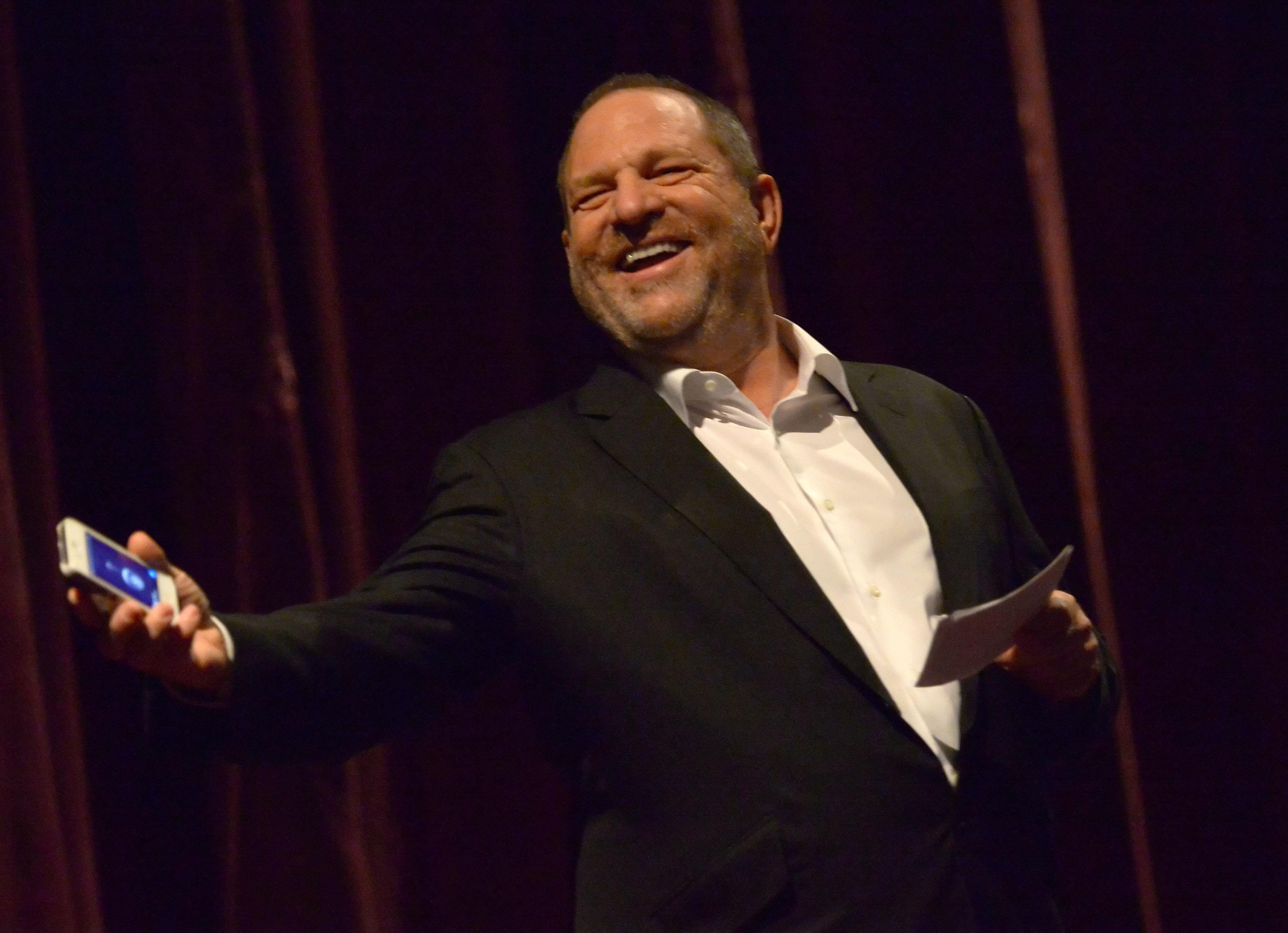 Como o produtor Harvey Weinstein deu uma 'gravata' na mídia