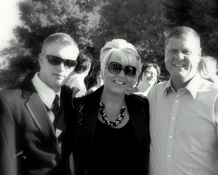 From left to right: Dillion, Lisa and Jeff Naslund